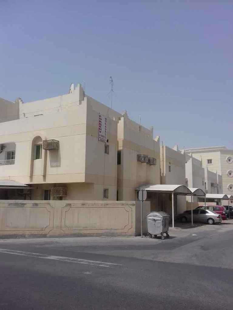 2 Bedroom Unfurnished Flat For Rent - Airport